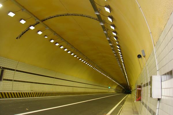 984651 Light Distribution Design For High Led Tunnel