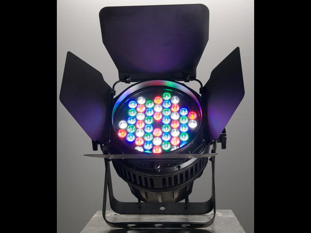 COLORado™ 2 IP indoor / outdoor RGBW LED wash light