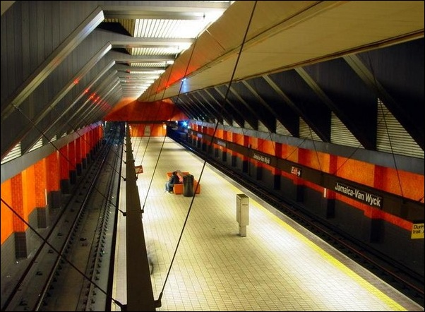 LED-subway-lights-become-the-escort-for-the-subway-operation
