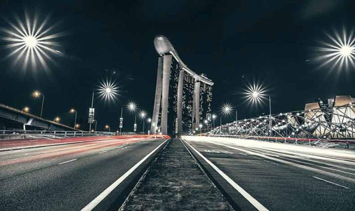 Singapore took the lead in using 110,000 street lights to build a